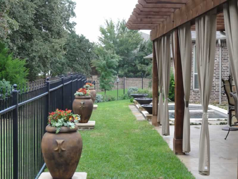 Attirant Flower Pots And Stone Work Line A Well Manicured Lawn